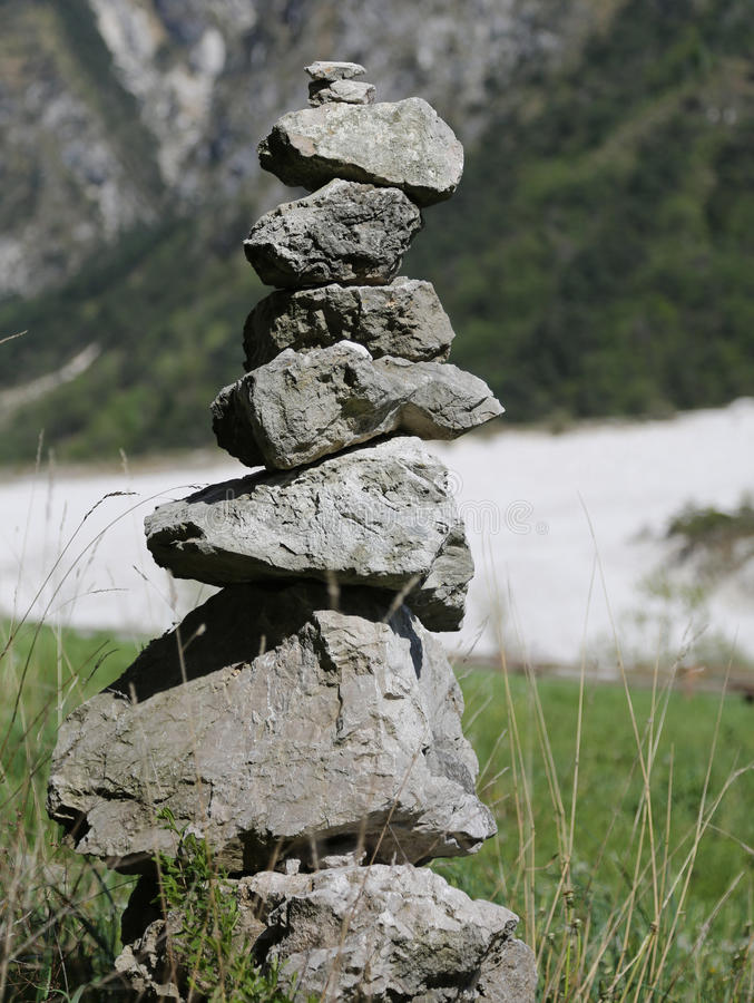 Pilha das pedras para simbolizar uma oração fotos de stock