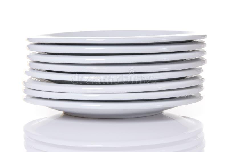 Pilha das placas de jantar brancas fotografia de stock royalty free