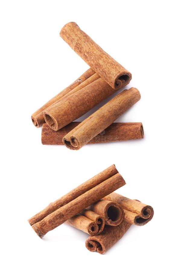 Pilha das varas de canela isoladas fotos de stock