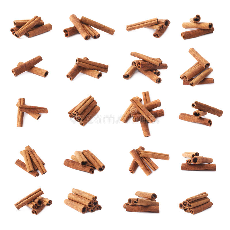 Pilha das varas de canela isoladas imagens de stock