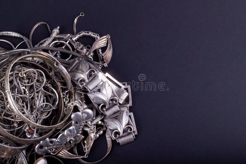 Pilha de artigos da prata da sucata imagem de stock royalty free