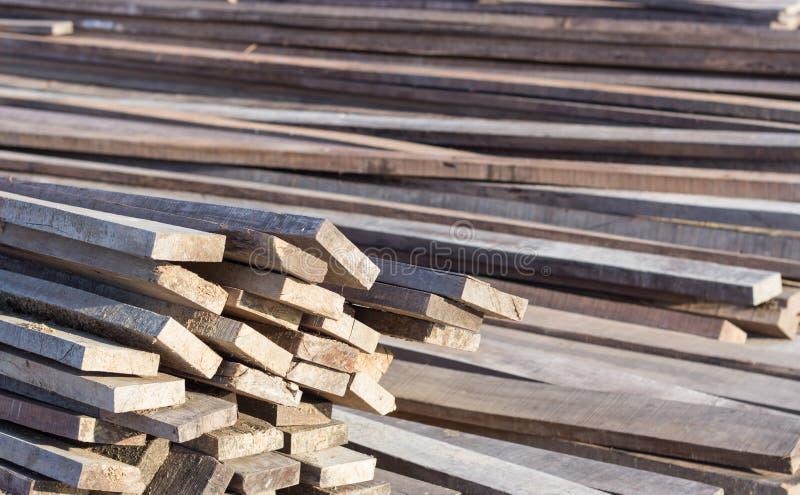 Pilha de barras de madeira imagem de stock royalty free