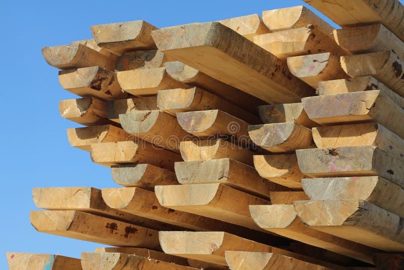 Pilha de barras de madeira foto de stock