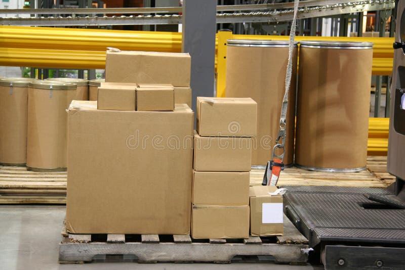 Pilha de caixas prontas para a expedição foto de stock