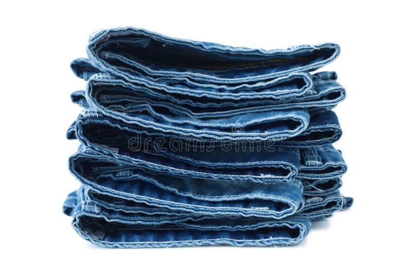 Pilha de calças de ganga imagens de stock