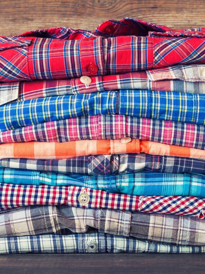 Pilha de camisas foto de stock