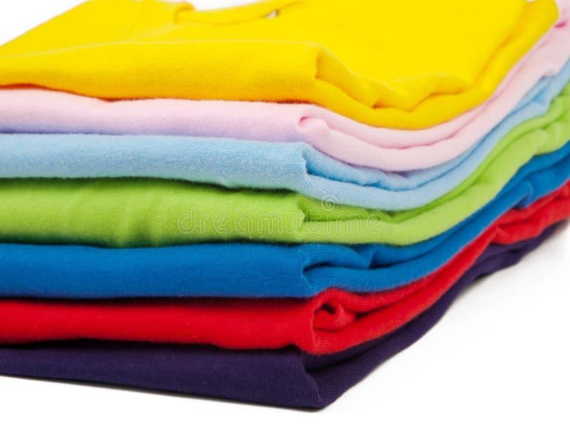 Pilha de camisas de t fotografia de stock royalty free