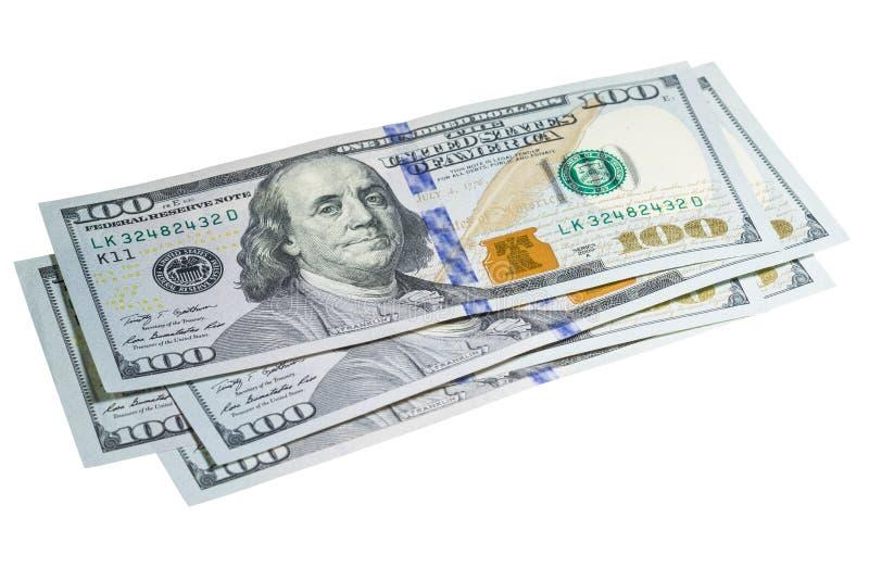 A pilha de cem cédulas do dólar fecha-se isolado acima no fundo branco imagens de stock royalty free