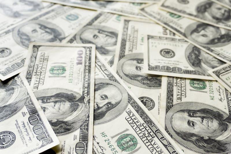 Pilha de cem contas velhas das notas de d?lar, fim acima dos d?lares fotografia de stock royalty free