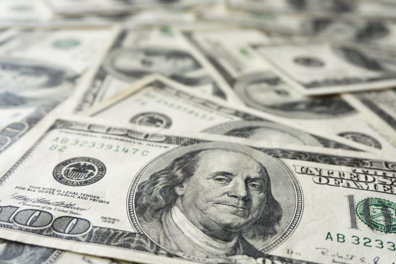 Pilha de cem contas velhas das notas de d?lar, fim acima dos d?lares imagem de stock royalty free