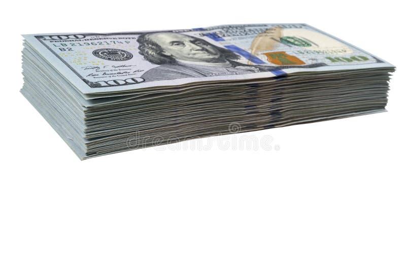 Pilha de cem notas de dólar isoladas no fundo branco Pilha de dinheiro do dinheiro em cem cédulas do dólar Montão de cem d foto de stock