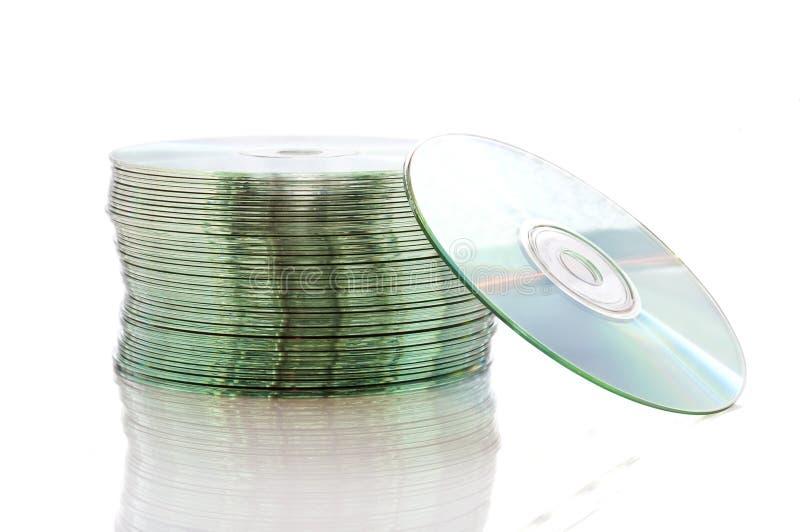 Pilha de compacts-disc vazios, isolada no branco imagem de stock royalty free