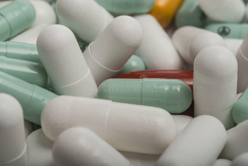 Pilha de comprimidos diferentes imagem de stock
