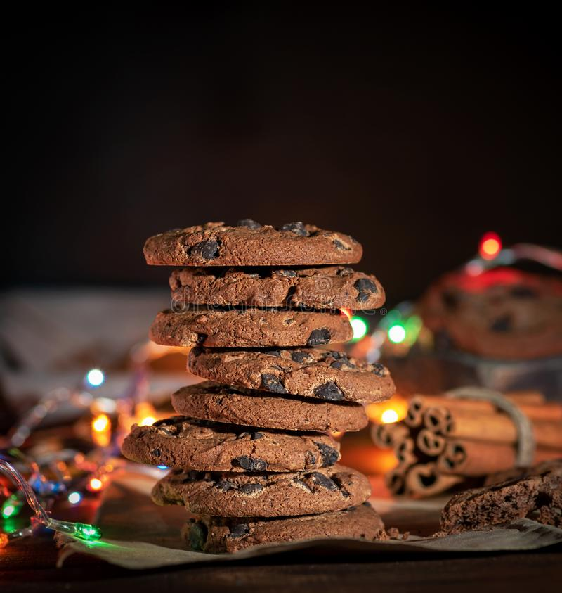 Pilha de cookies redondas do chocolate foto de stock