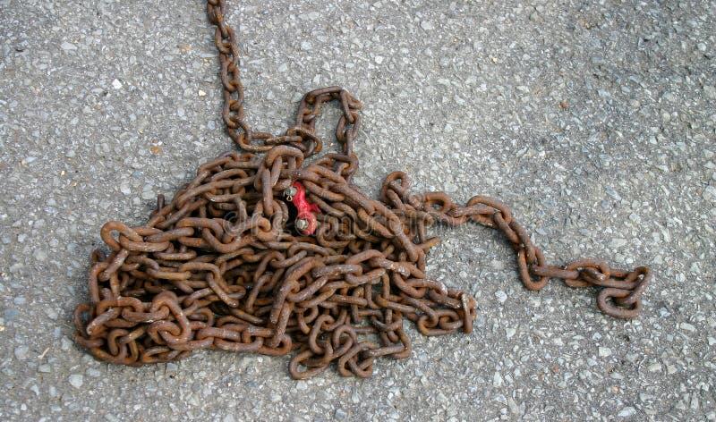 Pilha de correntes oxidadas foto de stock royalty free