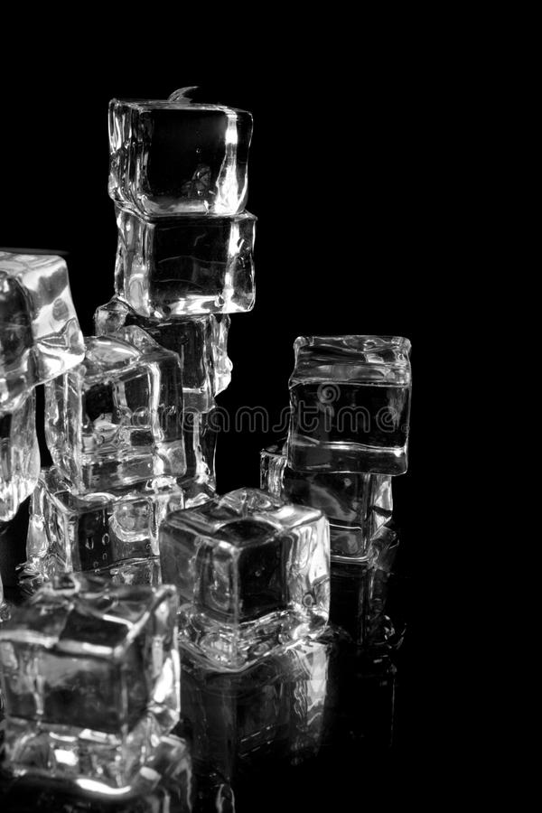 Pilha de cubos de gelo fotografia de stock