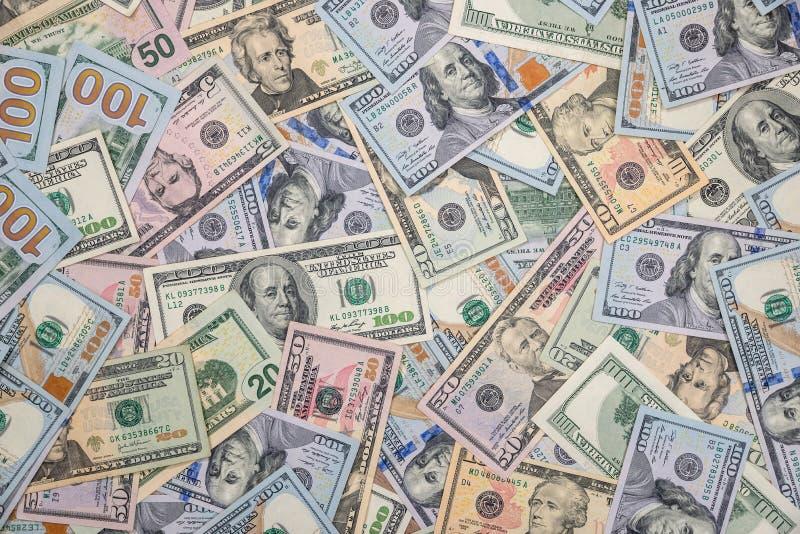 Pilha de dólares americanos no dinheiro imagens de stock royalty free
