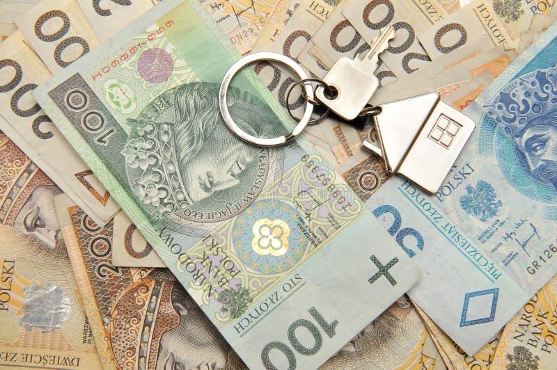 Pilha de dinheiro e de uma chave imagem de stock royalty free