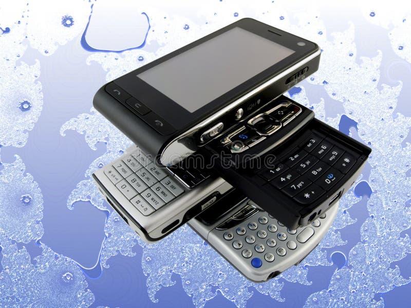 Pilha de diversos telefones móveis modernos no Fractal imagens de stock