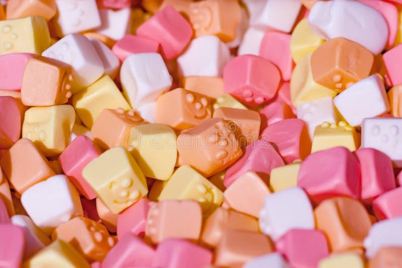 Pilha de doces coloridos no supermercado imagem de stock royalty free