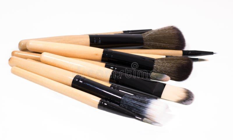 A pilha de escovas em um fundo branco para compõe fotos de stock