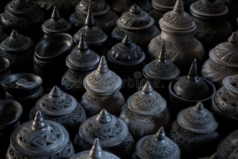 Pilha de estilo tailandês da tradição da cerâmica da argila das belas artes da cerâmica da argila fotos de stock royalty free