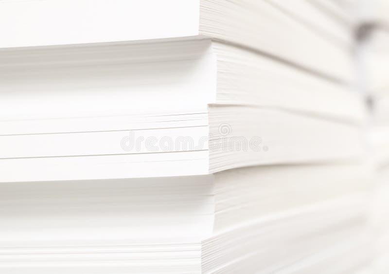 Pilha de folhas limpas para a cópia tipográfica imagens de stock royalty free