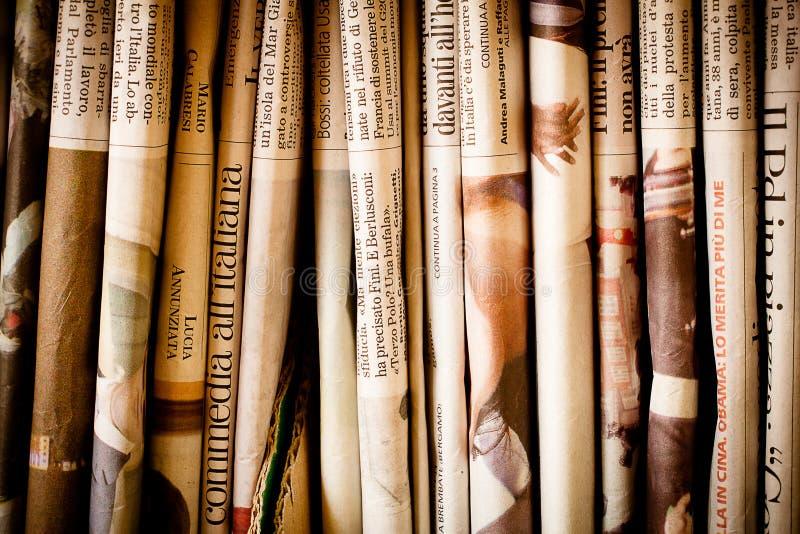 Pilha de jornais foto de stock