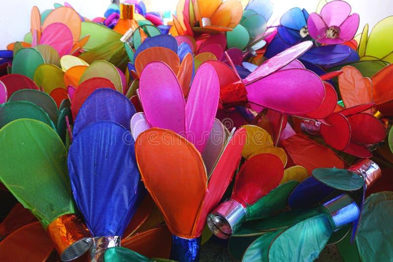Pilha de lanternas de papel coloridas da vela para um festival em Luang Prabang, Laos fotografia de stock royalty free