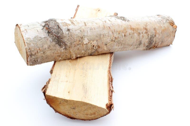 Pilha de lenha cortada dos logs da árvore de vidoeiro de prata fotografia de stock royalty free