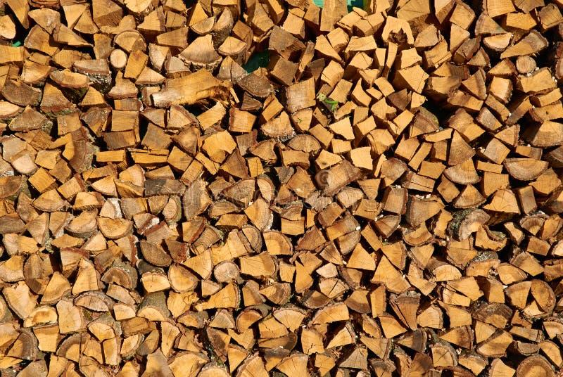 Pilha de lenha desbastada preparada para o inverno imagem de stock royalty free