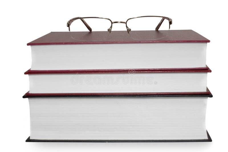 Pilha de livro com uma maçã isolada no backgro branco fotos de stock