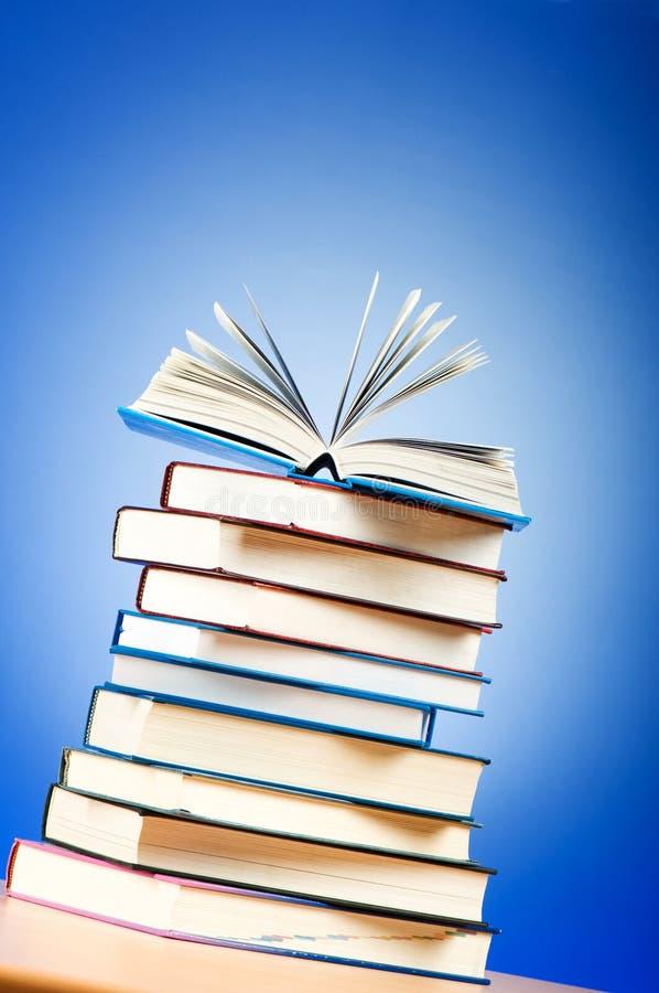 Pilha de livros de texto imagens de stock royalty free
