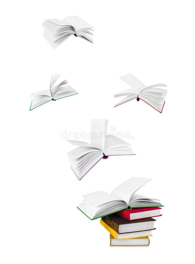 Pilha de livros e de livros de voo fotos de stock royalty free