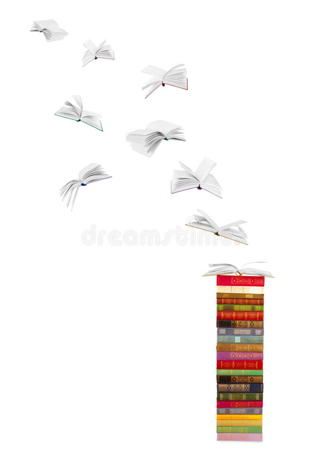 Pilha de livros e de livros de voo imagem de stock
