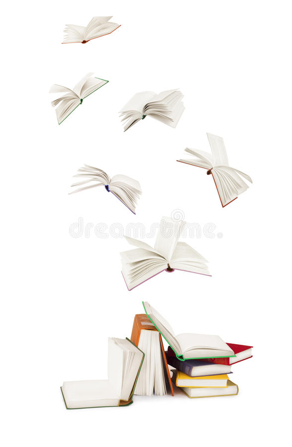 Pilha de livros e de livros de voo fotografia de stock