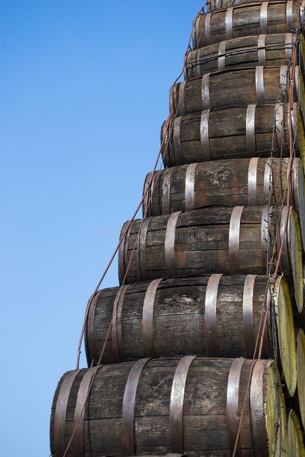 Pilha de madeira velha do cilindro foto de stock royalty free