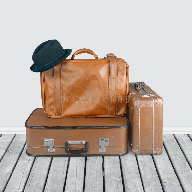 Pilha de malas de viagem velhas Conceito de viagem imagem de stock royalty free