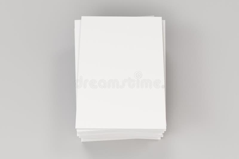 Pilha de modelo fechado branco vazio do folheto no fundo branco ilustração do vetor