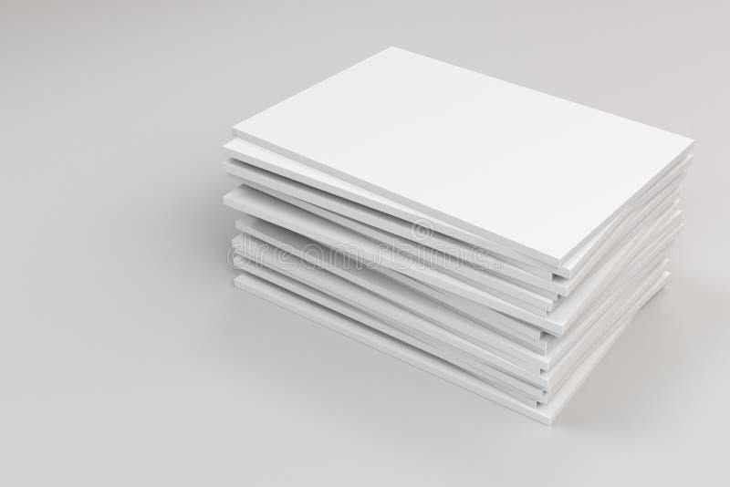 Pilha de modelo fechado branco vazio do folheto no fundo branco ilustração royalty free