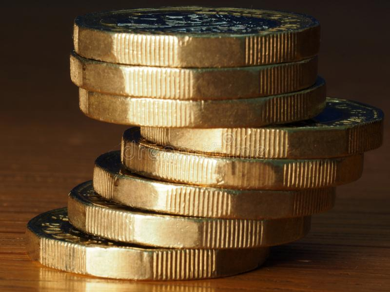 Pilha de moedas de libra brit?nica fotografia de stock