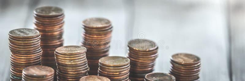 Pilha de moedas de um centavo velhas fotos de stock royalty free