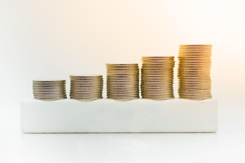 Pilha de moedas, usando-se como o crescimento de econômico para o negócio imagens de stock