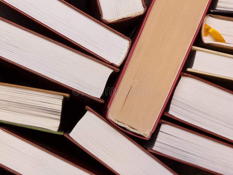 pilha de opinião superior dos livros de páginas da borda foto de stock