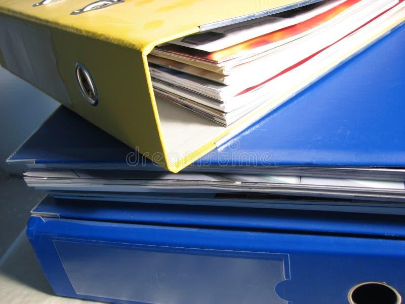 Pilha de pastas do escritório foto de stock