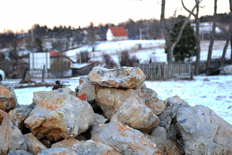 Pilha de pedra de pavimentação Apronte para a construção outdoors imagem de stock royalty free