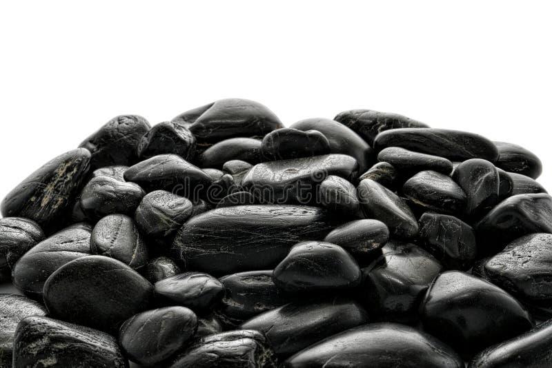 Pilha de pedras lustradas pretas do rio imagem de stock