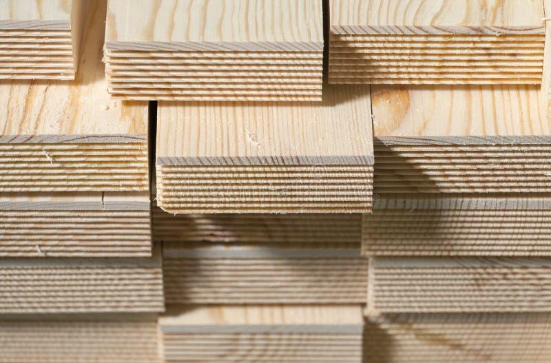 Pilha de pranchas da madeira de pinho fotos de stock