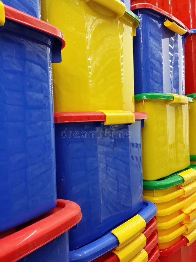 Pilha de recipientes plásticos fotos de stock