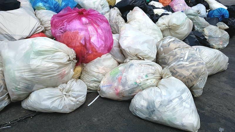 Pilha de sacos de lixo imagem de stock